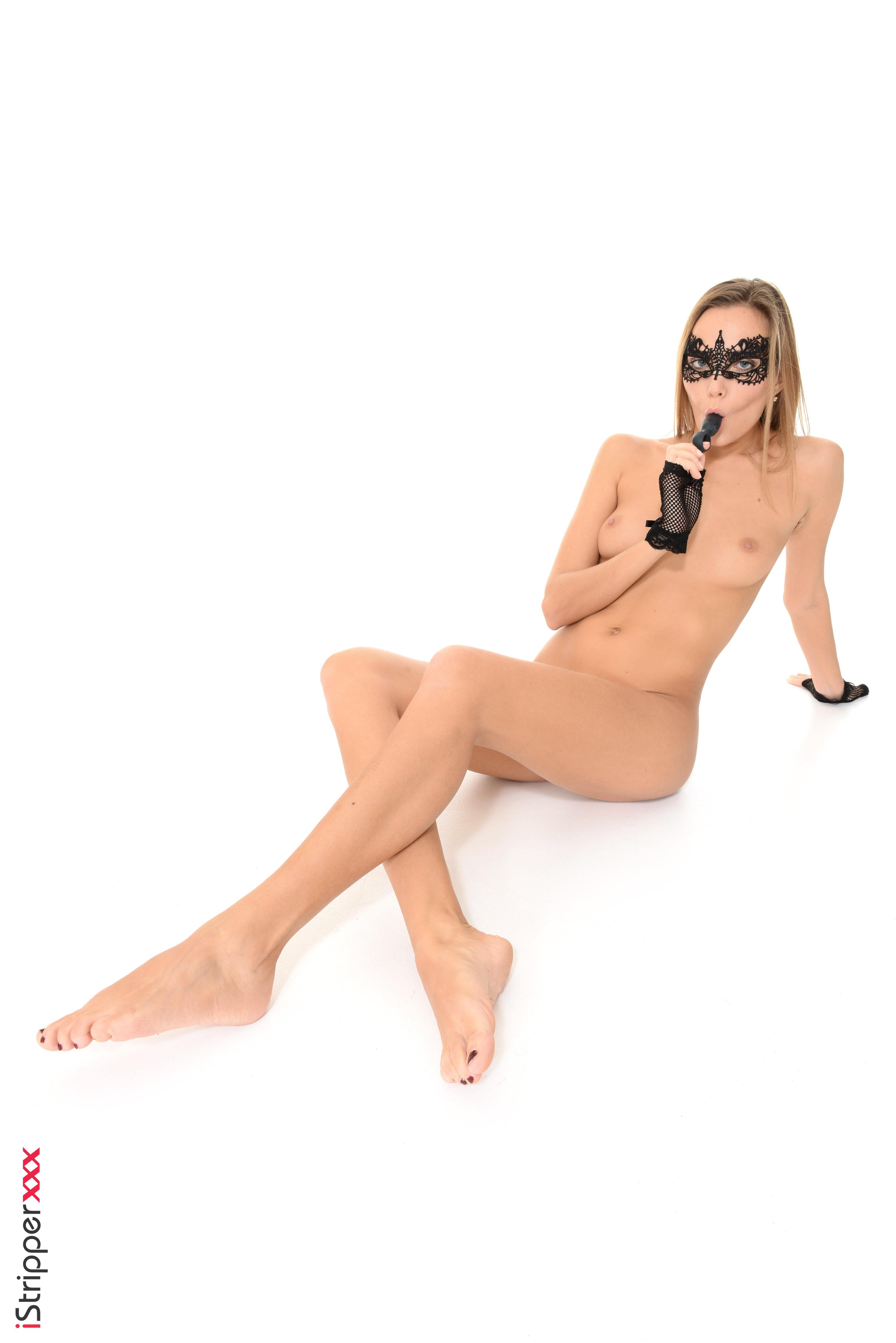 hd wallpapers hd nude hd emilia clarke bath